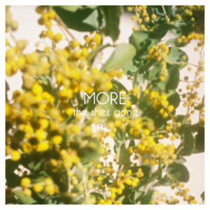 「MORE」