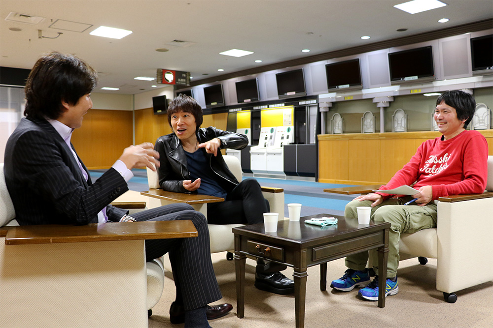 左:渡邊邦夫[DISK GARAGE] 中央:宮田和弥[JUN SKY WALKER(S)] 右:青木優[音楽ジャーナリスト/ ライタ ー]