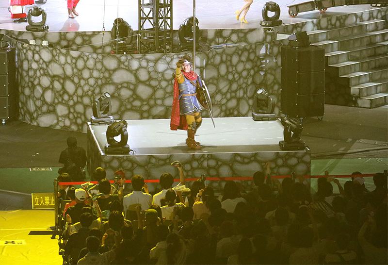 出演者たちは、まんべんなくサブ・ステージを回っていた。お目当てのキャストを間近で見ることが出来るはずだ。