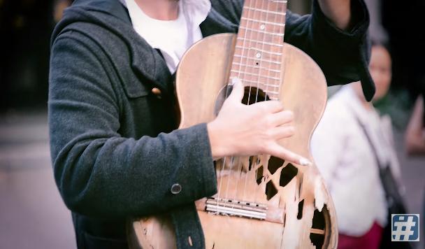 ボロボロギター