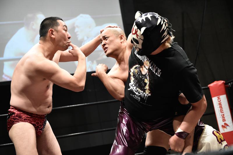 第三試合 レイザーラモンRG&スカルタイガー VS 冠徹弥&曙