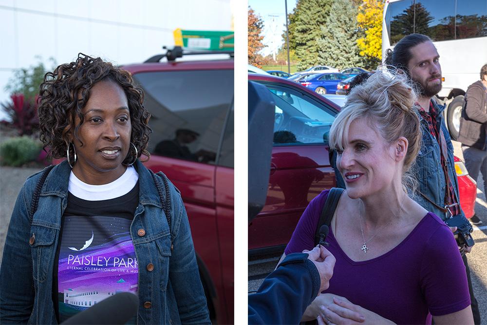 初日の最初のツアーに参加するファンを乗せたシャトルバス。左の写真の女性がグロリア・ブラウンさん。