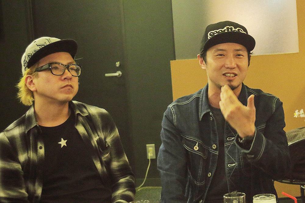 左から、ドウメンヨウヘイ(HOTSQUALL Dr/Cho)、一成(NUBO Vo)